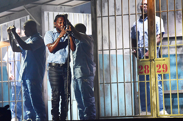 02-Kendrick-Lamar-performance-grammy-2016-billboard-650